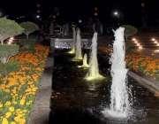 لاہور: گریٹر اقبال پارک میں رات کے وقت فوارے خوابصورت منظر پیش کر رہے ..