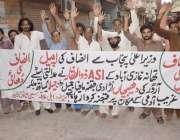 لاہور: سیمی ٹاؤن کے رہائشی اپنے مطالبات کے حق میں احتجاج کر رہے ہیں۔