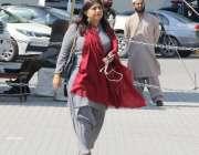 لاہور: تحریک انصاف کی رکن اسمبلی عائشہ چوہدری پنجاب اسمبلی اجلاس میں ..