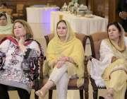 لاہور: تحریک انصاف کی خواتین اراکین اسمبلی وزیر اعلیٰ پنجاب سردار عثمان ..