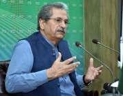 اسلام آباد:وفاقی وزیر تعلیم شفقت محمود پریس کانفرنس سے خطاب کر رہے ..