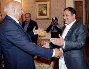 لاہور: گورنر پنجاب چوہدری محمد سرور اور وزیر اعلیٰ عثمان بزدار خوشگوار ..
