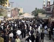 لاہور: سپریم کورٹ بار ایسوی ایشن کے سالانہ انتخابات کے موقع پر وکلاء ..