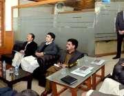 پشاور: وزیر اعلیٰ خیبر پختونخوا محمود خان کو سول سیکرٹریٹ کے دورہ کے ..