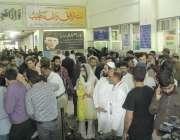 لاہور: داتا دربار کے باہر خود کش دھماکے کے بعد میو ہسپتال کی ایمر جنسی ..