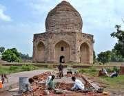 لاہور: آصف خان کے مقبرے کی بحالی کا کام تیزی سے جاری ہے۔ شاہدرہ باغ میں ..