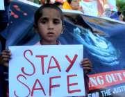 اسلام آباد: بچوں کے خلاف جنسی تشدد کے خلاف احتجاج کے دوران ایک بچے نے ..