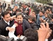 لاہور: پی آئی سی میں ہنگامہ آرائی کوکنٹرول کرنے کی غرض سے آنے والے صوبائی ..