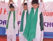 فیصل آباد: ایک نجی سکول کی تقریب میں طلبہ قائد اعظم کے فرمان ایمان، ..