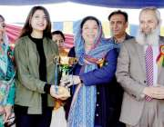 لاہور: صوبائی وزیر صحت ڈاکٹر یاسمین راشد فاطمہ جناح میڈیکل یونیورسٹی ..