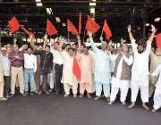 لاہور: ریلوے لیبر یونین متحد ریل مزدور اتحاد کے زیر اہتمام یوم مئی کے ..
