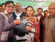 اوکاڑہ: سابق ڈپٹی کمشنر مریم خان کے اعزاز میں الوداعی تقریب میں محمد ..