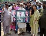 لاہور: مسلم لیگ (ن) کے کارکنان اپنی قیادت سے اظہار یکجہتی کے لیے کوٹ ..