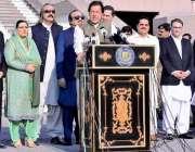 اسلام آباد: وزیراعظم عمران خان یکجہتی کشمیر کے شرکاء سے خطاب کررہے ..