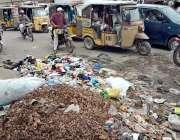 کراچی: صدر کے علاقہ میں سڑک کنارے لگا کچرے کا ڈھیر وبائی امراض کا باعث ..