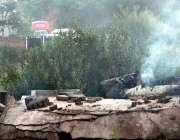 راولپنڈی: پاک آرمی کے تباہ شدہ تربیتی طیارہ سے دھواں نکل رہا ہے۔