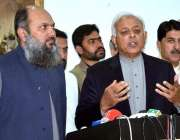 کوئٹہ: وفاقی وزیر برائے پٹرولیم غلام سرور خان وزیر اعلیٰ بلوچستان میر ..