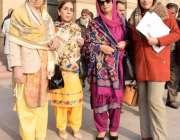 لاہور: پنجاب اسمبلی کے اجلاس میں شرکت کے بعد خواتین اراکین کا گروپ فوٹو۔