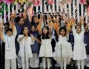 راولپنڈی: سعدیزایکول سکول کی سالانہ تقریب ایوارڈ کے موقع پر ننھے طلبہ ..