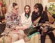 پشاور: رکن صوبائی اسمبلی مومنہ باسط مس پینی مورڈونٹ کی قیادت میں آنیوالے ..