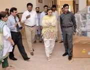 اوکاڑہ: ڈپٹی کمشنر مریم خان تحصیل ہیڈ کوارٹر ہسپتال کا دورہ کر رہی ہیں۔