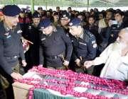 لاہور:انسپکٹر جنرل پولیس پنجاب شعیب دستگیر ڈولفن فورس کے شہید اہلکارمحسن ..