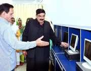 راولپنڈی: صدر میں ریلوے ووکیشنل سنٹر برائے خواتین کے افتتاح کے بعد ..