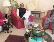 اسلام آباد: وزیر اعظم کے معاون خصوصی برائے سیاسی امور نعیم الحق سے پارٹی ..