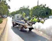اسلام آباد: محکمہ صحت کے عملہ شہر کے مختلف علاقوں میں انسداد ڈینگی سپرے ..