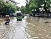لاہور: شہر میں ہونے والی موسلا دھار بارش کے بعدپنجاب اسمبلی سے ملحقہ ..