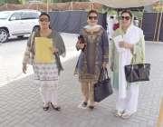 لاہور: خواتین اراکین اسمبلی کے جلاس میں شرکت کے لیے آ رہی ہیں۔