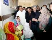 لاہور: صوبائی وزیر صحت ڈاکٹریاسمین راشد سوڈیوال ہسپتال کے دورہ کے موقع ..
