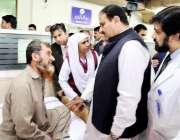 لاہور: وزیر اعلیٰ پنجاب سردار عثمان بزدار میو ہسپتال کے دورہ کے موقع ..