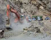 گلگت: ایف ڈبلیو او کارکنان اسکردو گلگت روڈ کی تعمیراتی کام میں مصروف ..