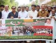 حیدرآباد: پاکستان پیپلز پارٹی (ایس بی) کے کارکنان نے ایچ پی سی کے باہر ..