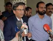 لاہور :مسلم لیگ (ن )لاہور کے صدر ملک پرویز میڈیا سے گفتگوکررہے ہیں۔