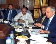 ملتان: وزیر اعظم کے مشیر برائے کامرس، ٹیکسٹائل انڈسٹری عبدالرزاق ایک ..