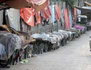 راولپنڈی: ڈھوک حسو گورنمنٹ سکول کی دیوار کے ساتھ تجاوزات کا منظر۔