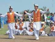 پشاور: قبائلی اضلاع سپورٹس فیسٹیول کے موقع پر چترالی رقص پیش کیا جار ..