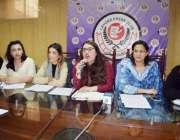 """لاہور: مختلف خواتین این جی اوز پر مشتمل آرگنائزیشن """"ہم عورتیں"""" کی .."""