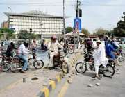 لاہور: مال روڈ پروفیسر پروفیسر اینڈ لیکچررز ایسوسی ایشن کے دھرنے کے ..