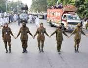 لاہور :کشمیر خواتین کمیٹی کے زیر اہتمام کشمیریوں سے اظہاریکجہتی کیلے ..