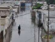 حیدر آباد: شہر میں ہونیوالی بارش کے بعد پانی گھروں میں داخل ہوتا دکھائی ..