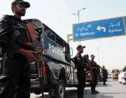 کراچی: پی ایس ایل4کے فائنل میچز کے سلسلہ میں نیشنل سٹیڈیم کے باہر سکیورٹی ..