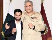 راولپنڈی: چیف آف آرمی اسٹاف (سی او ایس) جنرل قمر جاوید باجوہ نے باکسر ..