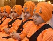 پشاور: عورت فاؤنڈیشن کے زیر اہتمام وساکھی میلے سکھ بچے روایتی لباس ..
