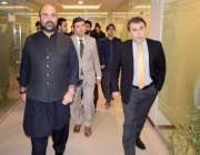 پشاور: صوبائی وزیر خزانہ تیمور جھگڑا اور ایم پی اے فخر جہان خیبر پختونخوا ..