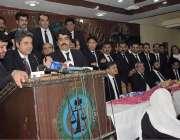 لاہور: وفاقی وزیر قانون ڈاکٹر فروغ نسیم لاہور بار میں منعقدہ تقریب ..