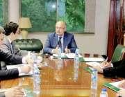 لاہور: چیف سیکرٹری پنجاب یوسف نسیم کھوکھر صوبے میں اشیاء خوردونوش کی ..
