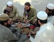 اسلام آباد: جے یو آئی-ایف کے آزادی کے شرکاء شاہراہ کشمیر کے سڑک کے کنارے ..